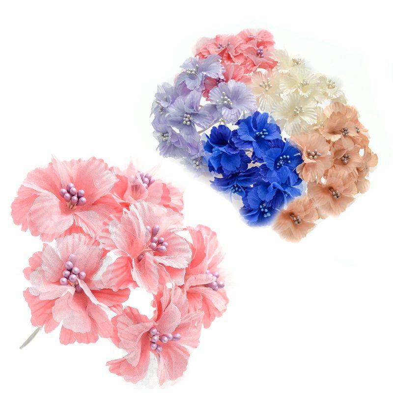 Ramillete Azalia, con flores realizadas en tela y organza