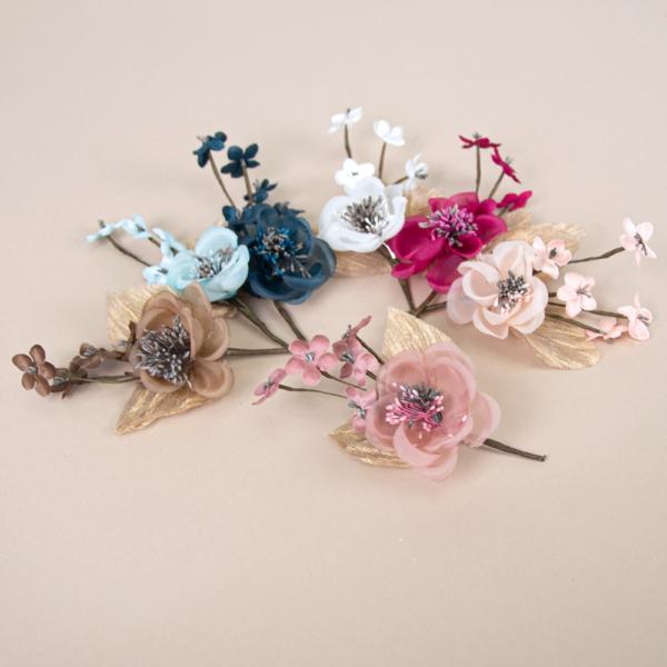 Ramillete Andrea, con flores de organza y raso con pistilos
